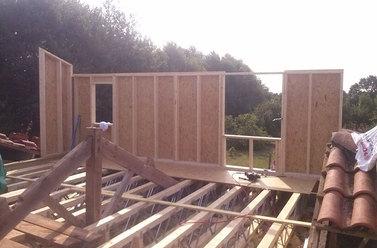Travaux de construction de maison en bois
